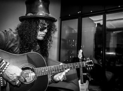Slash backstage November 2014
